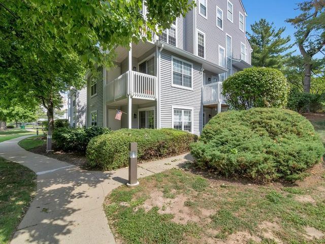 2 BR,  2.50 BTH  Condo style home in Englewood